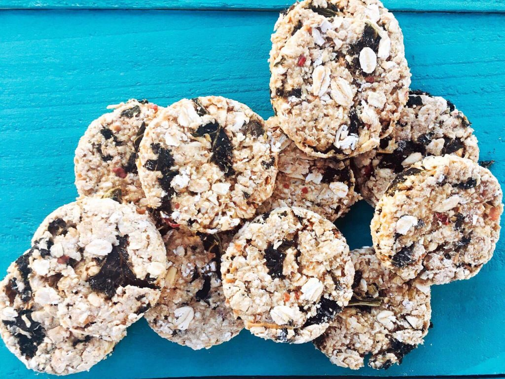 Kale, Apple, and Oat Dog Treats are a great healthy alternative for your pet! Simple to make and full of quality ingredients #homemadedogtreats