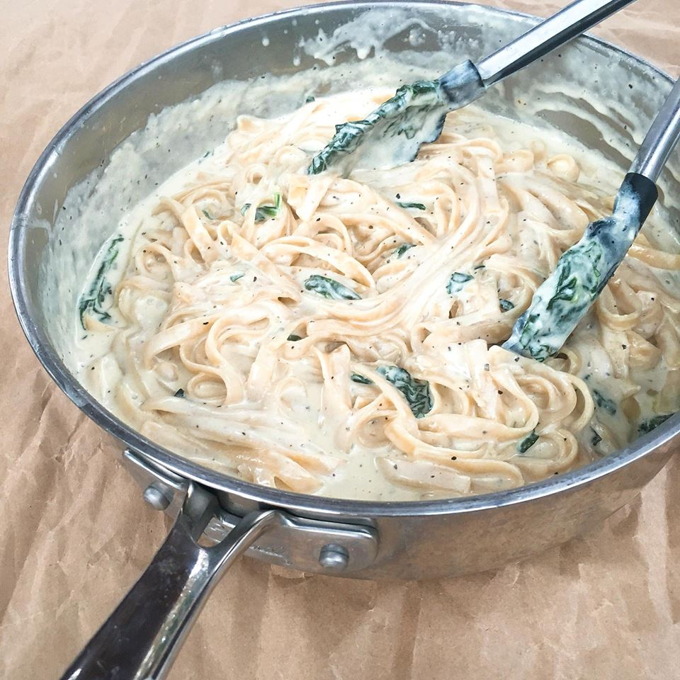A replication of the Olive Garden dish. Balsamic marinated steak tops a creamy Parmesan and gorgonzola alfredo pasta. Tossed with spinach and sundried tomatoes. Great recipe for date night and bringing the restaurant home. Copycat Olive Garden Steak Gorgonzola Alfredo | Three Olives Branch #copycatrecipe