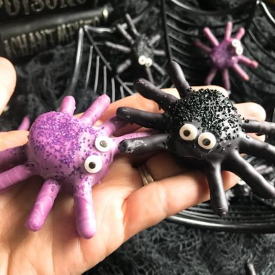 Halloween Candy Dipped Spider Marshmallows