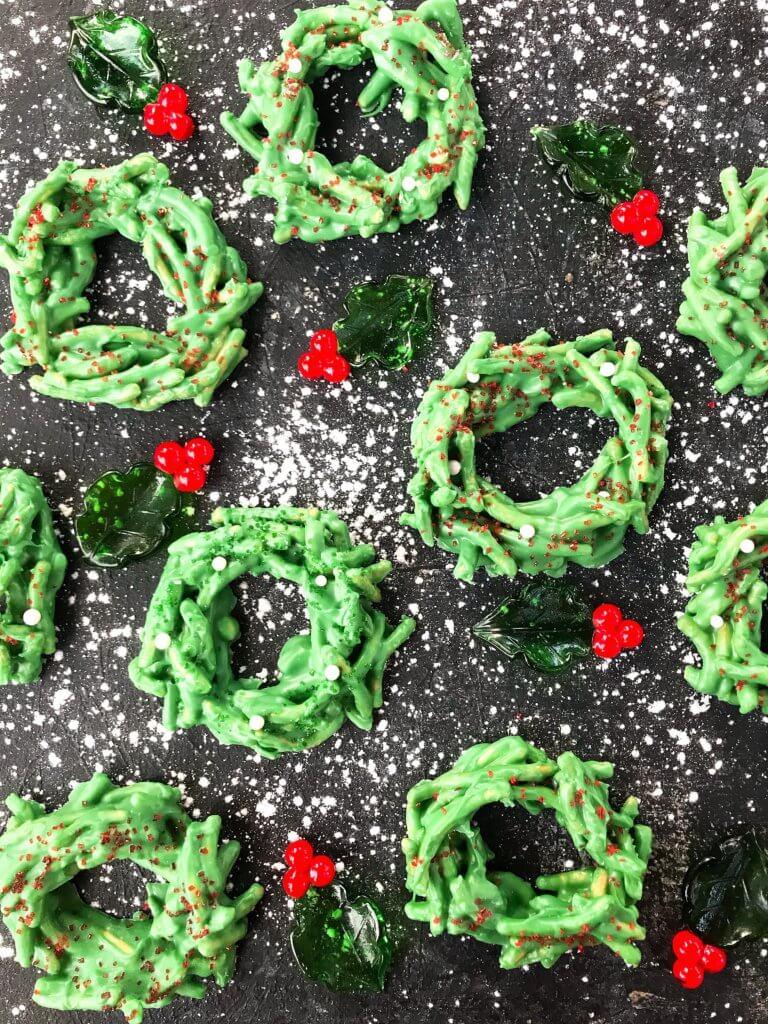 No Bake Christmas Cookies.No Bake Christmas Wreath Cookies