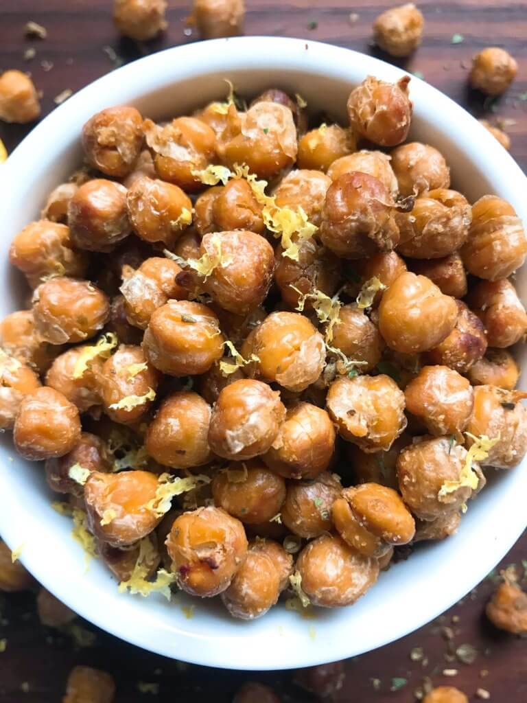 Simple and easy Oregano Lemon Roasted Chickpeas recipe. Healthy vegan, vegetarian, gluten free, dairy free snack or appetizer. Garbanzo beans with lemon, oregano, and garlic powder. Great on their own or on a salad! #roastedchickpeas #vegansnack #glutenfreerecipe