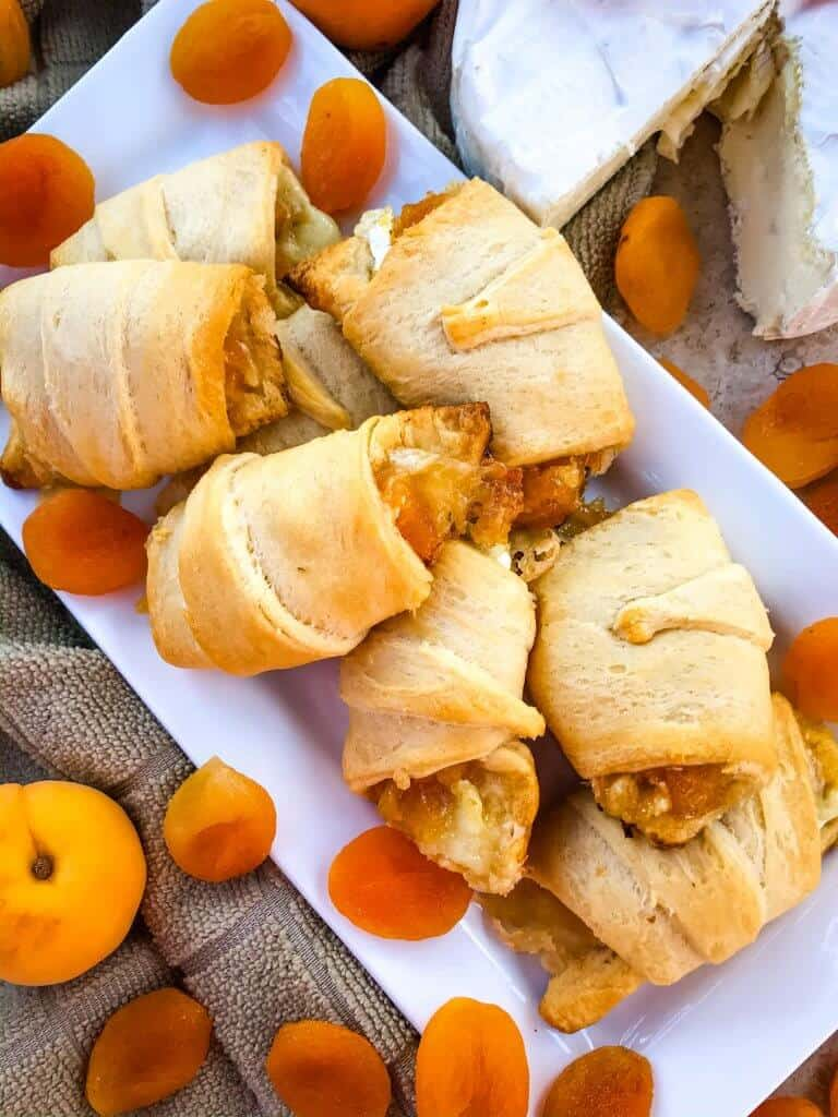Apricot Brie Crescent Rolls are a cheese crescent roll recipe filled with apricot jam, dried apricots, and brie cheese. Fast and easy sweet bread recipe. #crescentrolls #cheesycrescentrolls #driedapricots