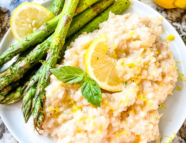 A plate full of Risotto al Limone (Lemon Risotto) and asparagus